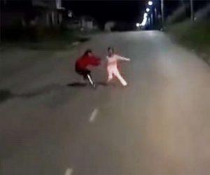 【衝撃】夫と喧嘩した妻がトラックの前に飛び出してしまい…
