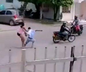 【強盗】2歳の娘を連れた母親が強盗に襲われるが必死に抵抗し…