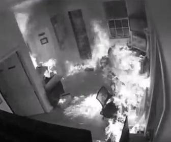 【衝撃】事務所に侵入した男がお金の入った袋を盗み、事務所に火をつけて逃げようとするが…