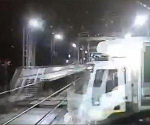 【衝撃】猛スピードの電車がトラックに突っ込んでしまう衝撃事故映像