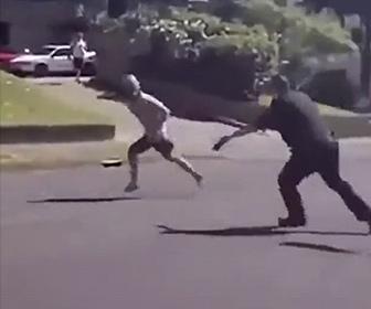 【衝撃】太った警察官から走って逃げる男。余裕で逃げ切れると思った男は警察官を挑発するが…
