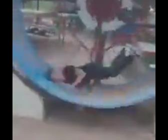 【衝撃】タイの公園にある回し車が危険すぎる