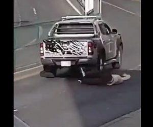 【事故】2台の車が接触し、ぶつけられた女性は警察に連絡するが…