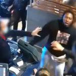 【衝撃】ニューヨークでマスクを付けていない男が店員に注意され怒った男は刃物で女性の顔を斬りつける