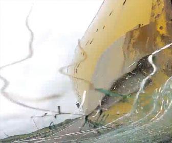 【事故】高速道路で8秒間居眠り運転してしまった車がトラックに突っ込む衝撃事故映像