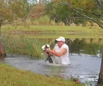 【動物】ワニに襲われ、水中に引きずり込まれた犬が飼い主が必死に助ける衝撃映像