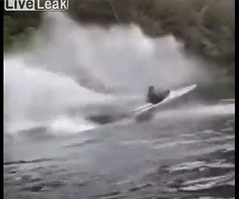 【衝撃】ボートを使った新しい遊びが凄すぎる