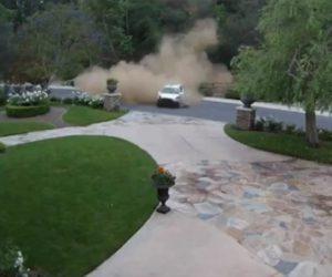 【衝撃】車が山の斜面を落下してくる衝撃映像