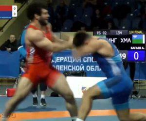【衝撃】レスリングの試合で2人の選手が激しい殴り合いをする衝撃映像