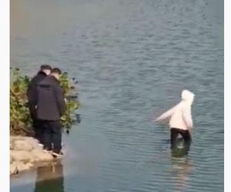 【衝撃】警察官が止めるが17歳少女が川に飛び込んでしまい…