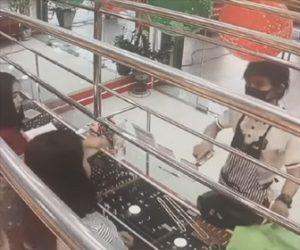 【強盗】宝石店に現れた強盗が店員に銃を突きつけるが、店員は入り口をロックし焦った強盗は…