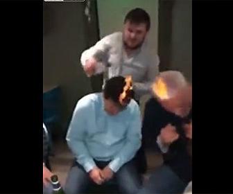 【衝撃】頭に火をつけるロシア人おやじ達がクレイジーすぎる衝撃映像