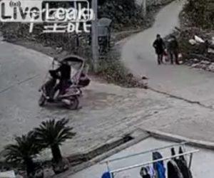 【衝撃】2人乗りバイクが急な坂道を上ろうとするが上り切れず…衝撃映像