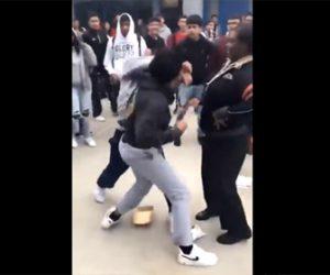【喧嘩】学校で2人の学生が殴り合いになり、止めに入った学生達も入り乱れ大乱闘になる衝撃映像