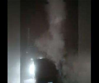 【衝撃】マンションの窓からコップに入った熱湯を投げ、一瞬で熱湯が凍るが…