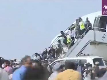 【衝撃動画】イエメン 新閣僚ら乗せた航空機が到着直後に空港爆発