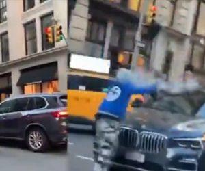 【衝撃】マンハッタンで自転車に乗ったギャング達が高級車に襲いかかる衝撃映像