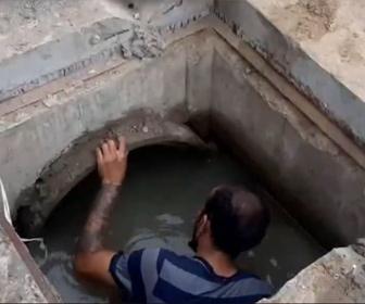 【衝撃】下水道に入り動けなくなった男をレスキュー隊が救出する衝撃映像