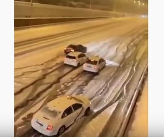 【動画】スペインで50年ぶりの大雪。車が緩やかな坂を上れず大渋滞になってしまう