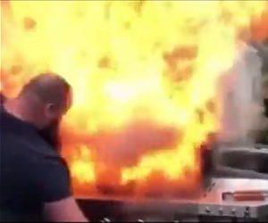 【動画】バーベキューグリルが大炎上。男性が肉を必死に救出する