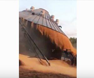 【衝撃】ショベルローダーがサイロ(保存庫)に突っ込んでしまいサイロが崩壊してしまう衝撃映像