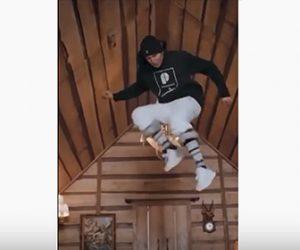 【動画】男性が小さな家でパルクールをするが…