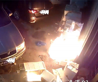 【火事】子供たちが倉庫に花火を打ってしまい、倉庫が燃えてしまう衝撃映像