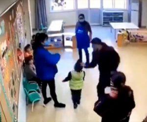 【暴行】父親が子供のクラスメイトの幼稚園児を平手打ちし床に叩きつける衝撃映像