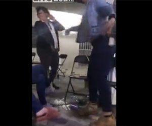 【衝撃】酔っ払ったゲイ2人の喧嘩。グラスの酒を顔に投げかけパイプ椅子で殴りかかる