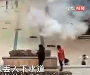 【衝撃】子供がマンホールに爆竹を投げ入れ、周辺のマンホールが吹き飛ぶ衝撃映像
