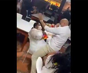 【衝撃】男性ストリッパーが椅子に座る巨漢女性にまたがると…