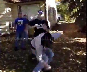 【暴行】男性が男に一撃で殴り倒され、怒った他の男性が男に飛びかかるが…