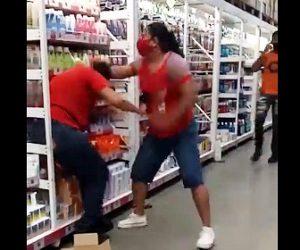 【暴行】ウォルマートで女性店員に殴りかかる衝撃映像