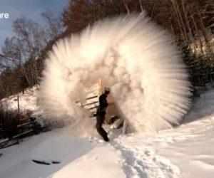 【衝撃】気温-35℃の極寒で熱湯を撒くと…