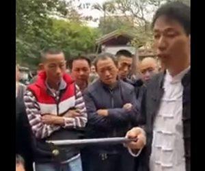 【衝撃】中国人男性のストリートマジックが凄い