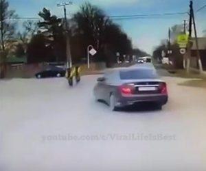 【事故】無謀な運転をする車が2台の自転車に突っ込んでしまう衝撃映像