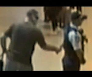 【衝撃】統合失調症の男がナイフで女性警察官の背中を刺す衝撃映像