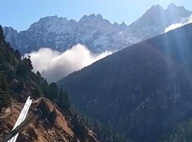 【衝撃】ヒマラヤで氷河決壊、150人以上が行方不明