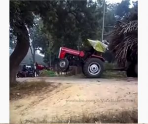 【事故】重い荷物を運ぶトラクターが動けなくなり重機で引っ張るが…