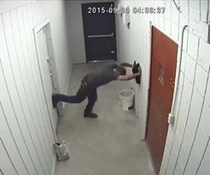 【泥棒】店のオーナーが仕掛けたトラップに泥棒が掛かり必死に逃げだそうとするが…