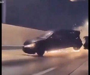 【衝撃】公道でレースをする猛スピードの車が前の車に突っ込む衝撃事故映像