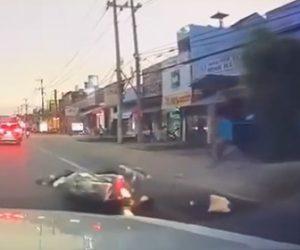 【事故】女性が乗るバイクが道を譲られるが、猛スピードのバイクに激突してしまう