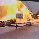 【爆発】ガソリンスタンドが大爆発。歩行者が炎から必死に逃げる衝撃映像