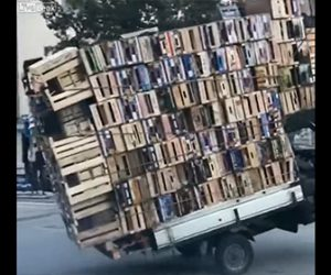 【衝撃】3輪バイクで大量の荷物を運ぶ衝撃映像