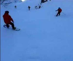【衝撃】雪山を猛スピードで滑るスキーヤーが穴に突っ込んでしまう衝撃映像