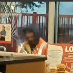 【衝撃】ホームレスがマクドナルドに入店を拒否され窓ガラスを割りまくる衝撃映像
