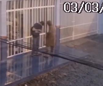 【強盗】男性が強盗に襲われるが、隙を見て反撃しボコボコにする衝撃映像
