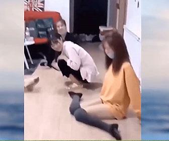 【衝撃】ひざの関節が異常に柔らかい韓国人女性