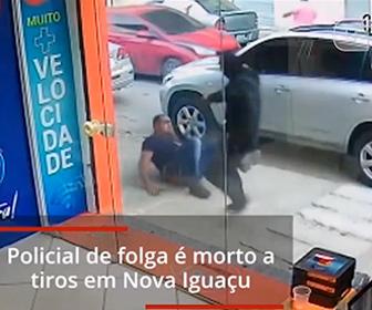 【衝撃】銃を持った男達が車から降り、非番の警察官に襲いかかる衝撃映像