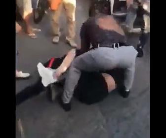 【戦い】愛人と妻の激しい戦い。愛人が妻に馬乗りになり殴りかかる衝撃映像